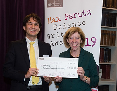 Akira Wiberg collecting his prize from Executive Chair Professor Fiona Watt