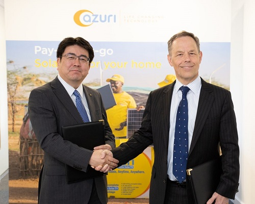 Yoshiaki Yokota, Chief Operating Officer of Marubeni Corporation, and Simon Bransfield-Garth, CEO of Azuri Technologies, shake hands after their signing