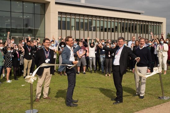 South Cambridgeshire MP Anthony Browne cut the ribbon at the official opening of the facilities. Left-right Derek Jones, CEO of Babraham Research Campus, Mark Kotter founder and CEO bit.bio, Anthony Browne, MP South Cambridgeshire and Florian Schuster, co-founder bit.bio.