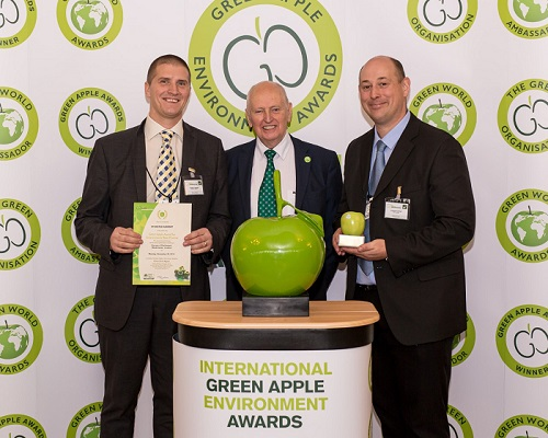 Sam Lomax (left) and Martin Churley (right) from London Stansted Airport collecting their award (credit: Green Apple)