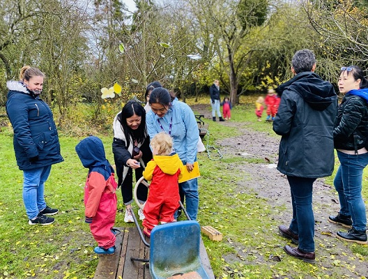 Hubei visitors experience UK childcare settings while learning English