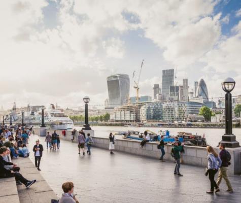 Promenade beside the Thames