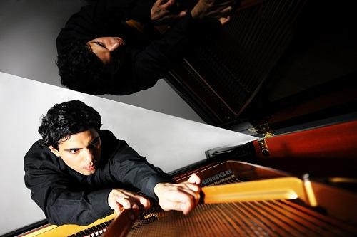 Zubin Kanga is a leading experimental pianist