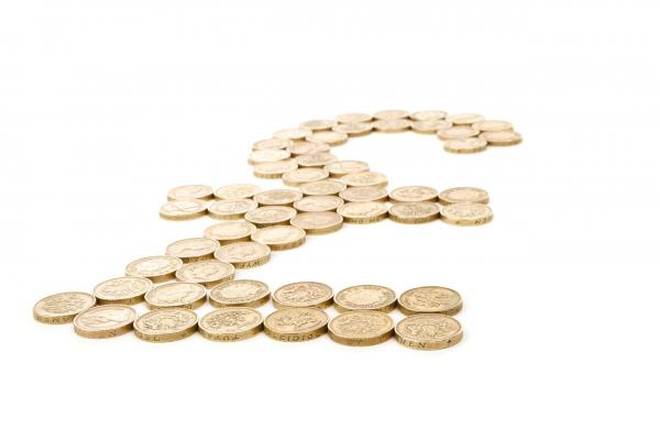pound sign laid out in pound coins_Image by PublicDomainPictures from Pixabay