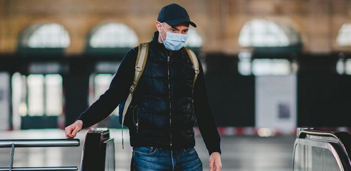 Man wearing face covering to protect against COVID-19  Credit: Claudio Schwarz