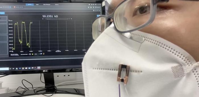 Fibre sensor attached to a face covering detects human breath with high sensitivity and responsiveness  Credit: Andy Wang