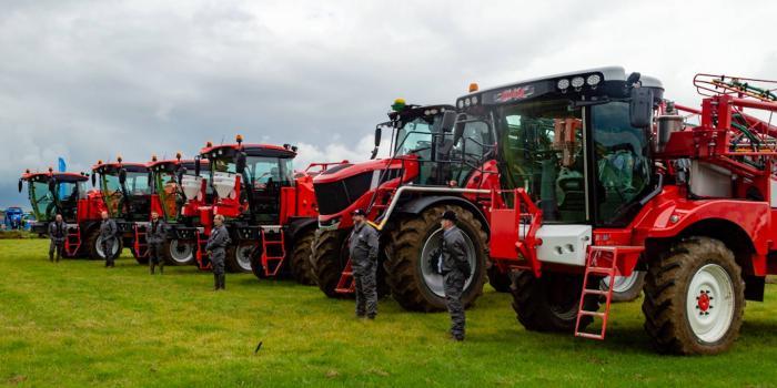 tractors line up at Cereals