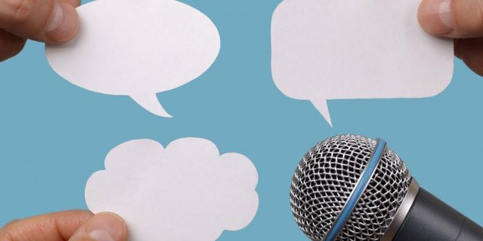 microphone and empty speech bubbles