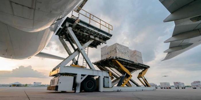 Biocair_loading cargo onto a plane