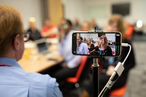 Cambridge TV Training running a smartphone workshop
